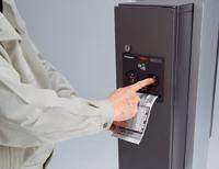 宅配ボックスコンボ「伝票差込み」に伝票を入れます